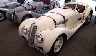 100周年を迎えたBMWは戦前の名レーシングカー、328を並べた