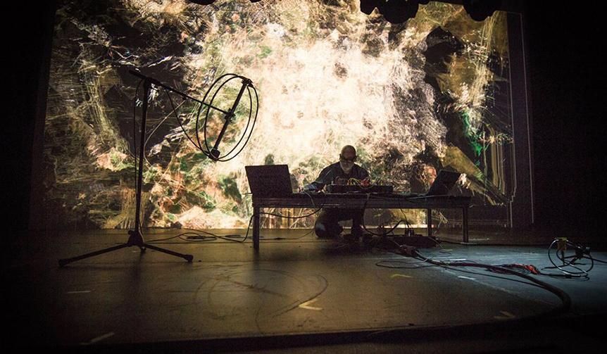 mirage-festival-performance-martin-messier-projectors