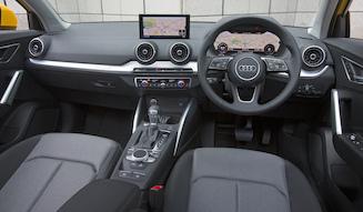 s_044_037_Audi_Q2_1.0_interior_01