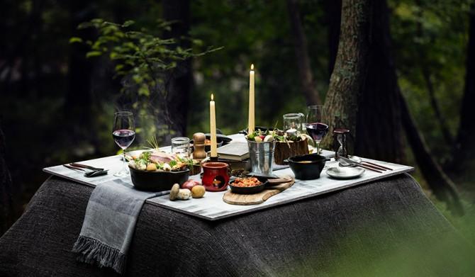 09_【星のや富士】冬の狩猟肉ディナー_こたつテーブルイメージ