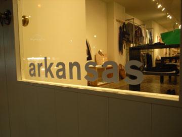 arkansas|アーカンソー<br><br>「つねに喜んでもらえること」を心がけた店構え