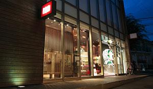 「オニツカタイガー」東京と神戸の旗艦店紹介 Photo04