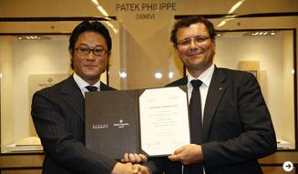 「パテック フィリップ」社長のティエリー・スターン氏(右)と、スフィアを運営する「リテイラーズ・スフィア」代表取締役 CEO 角田修一朗氏(左)。
