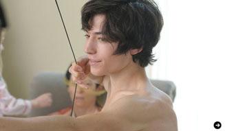少年は残酷な弓を射る エズラ・ミラー 04