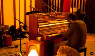 チリー・ゴンザレス『ソロ・ピアノ II』 02