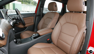 Mercedes-Benz B180 BlueEFFICIENCY|メルセデス・ベンツ B180 ブルーエフィシェンシー