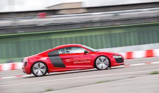 Audi R8 e-tron|アウディ R8 eトロン
