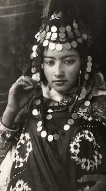 BOOK|100年前の写真で見る 世界の民族衣装 02