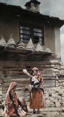 BOOK|100年前の写真で見る 世界の民族衣装 03