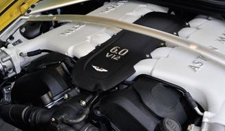 Aston Martin V12 Vantage S アストンマーティン V12 ヴァンテージ S