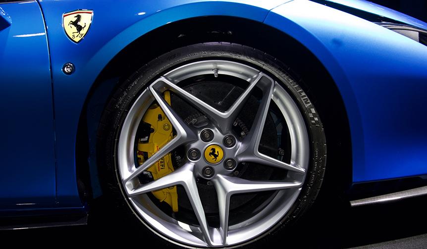 フェラーリF8トリブート