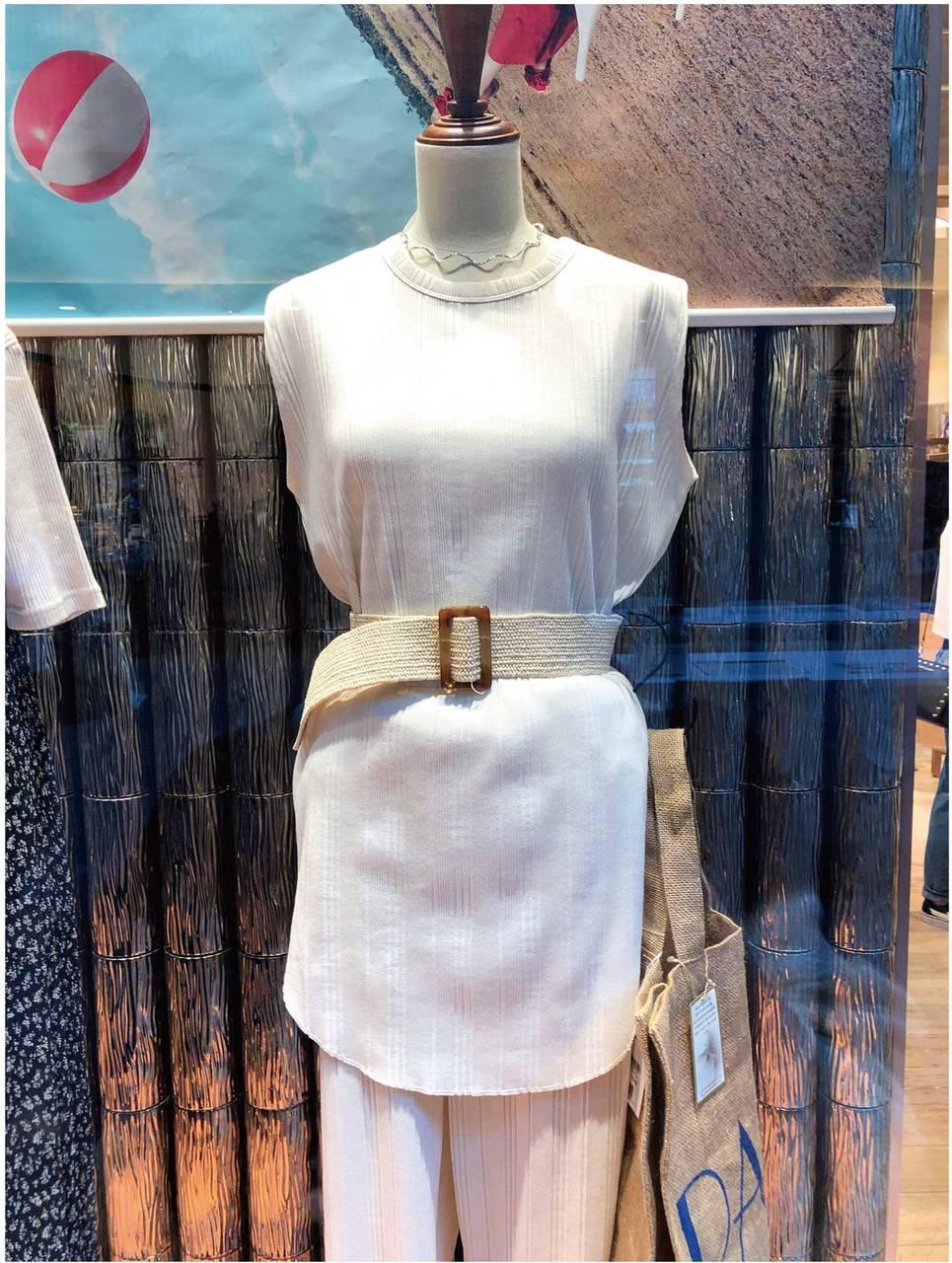 【ファッション】気になる二の腕をさりげなくカバー 「ちょいスリT」(2019年8月号)