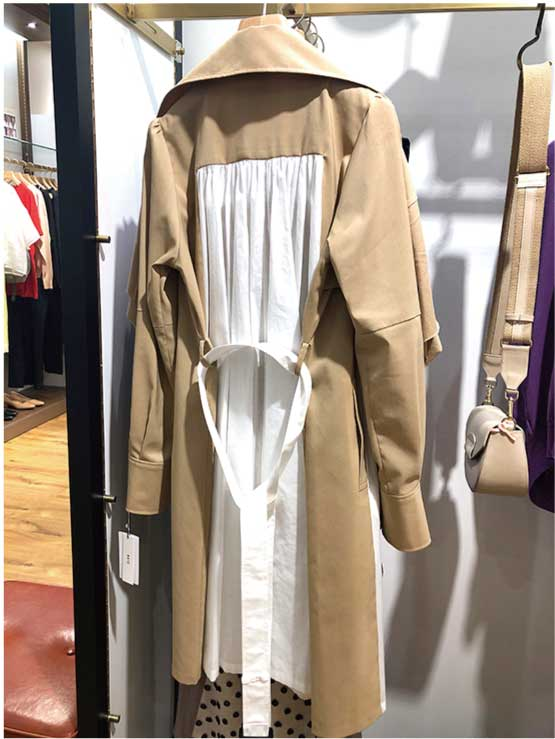 【ファッション】背部のデザインが新しい「ネオトレンチコート」(2019年5月号)