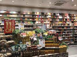 """【住まい・暮らし】個性的な品揃えで、一般的なスーパーの概念を覆す。""""発見""""を作り続けるリアルな売り場が集客へつながる(2017年7月号)"""