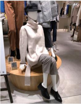 【ファッション】普段のワンサイズ上を着こなす「オーバーサイズニット」(2018年12月号)