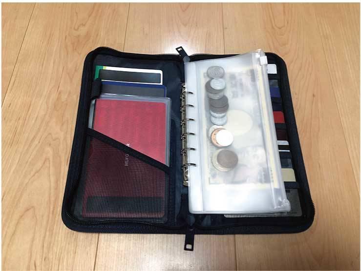 ポリエステルパスポートケース・クリアポケット付:1990円(税込・無印良品)