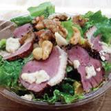 合鴨の燻製とカーリーケールのサラダ:1100円(税別・HIGH FIVE SALAD)