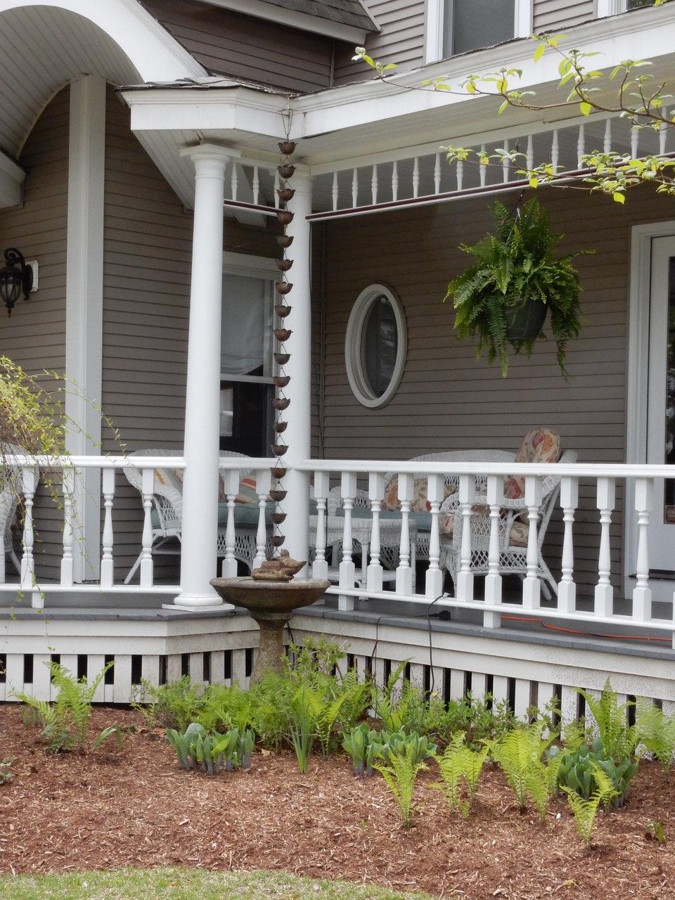 表のポーチは道行く人に家の美意識を見せる。