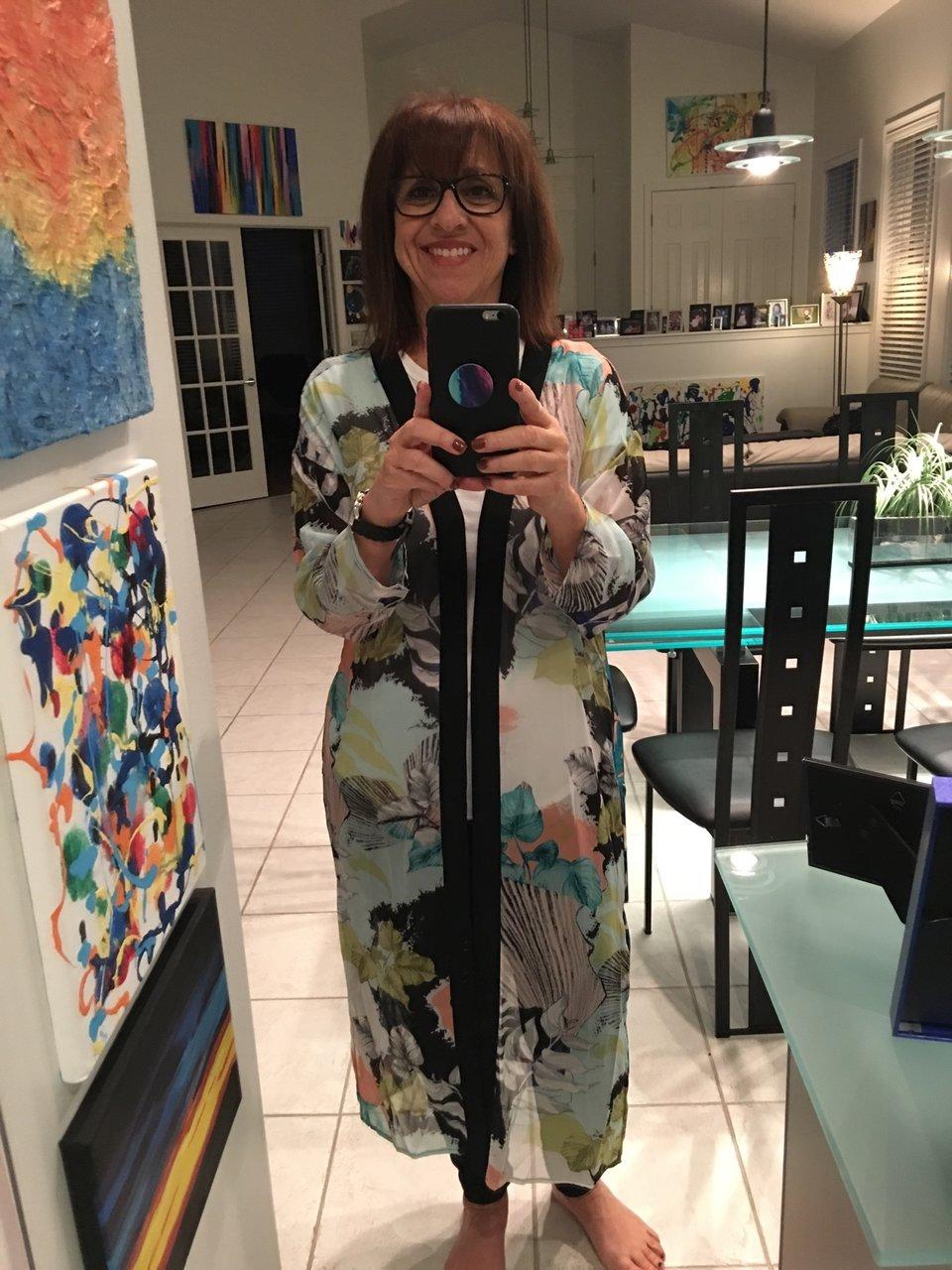 「友人の70歳の誕生日に着ていこうかな」とアーティストの友人
