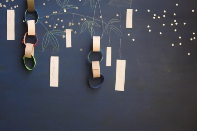 黒板シートを使って壁面を七夕アートに。テーマに合わせて関連アイテム提案を
