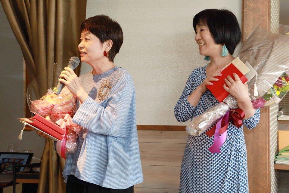 創業者の日野佳恵子(右)、佐藤緑(左)