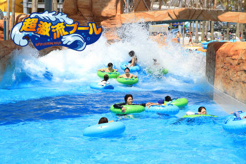 能在驚險的「激流泳池」中漂流,體驗冒險性十足的水上活動。照片提供/長島渡假村