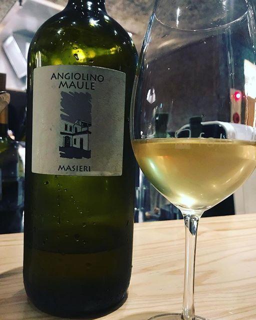 "winy on Instagram: ""Masieri 2016 Magnum / La Biancara (Angiolino Maule) - Veneto, Italy (Garganega 90%, other) マシエリ 2016 マグナム / ラ・ビアンカーラ(アンジェリーノ・マウレ)-…"" (8731)"