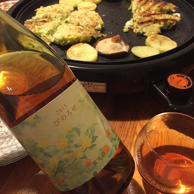 """Takuro Koga on Instagram: """"昨夜の晩御飯より。 お好み焼きと聞いては休肝日は返上せざるを得ない(笑) 合わせたのはココファームさんの、 こことあるシリーズ、ぴのろぜ2015。 北海道産のピノノワール100%で、 醸造は10Rのブルースさんです。 んー!美味しい!めちゃくちゃ美味しい!!…"""" (9223)"""