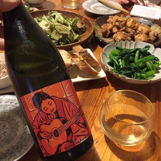 """Takuro Koga on Instagram: """"昨夜の晩御飯より。 唐揚げと、コントルノ食堂さんのリエット。 合わせたのはドメーヌポンコツのまどぎわ2017。 過去2年、巨峰のロゼペティアンとか、 デラの醸しとか、異端なキュヴェのみの展開だった、 松岡数人さんのスタンダードな白ワイン。…"""" (9524)"""