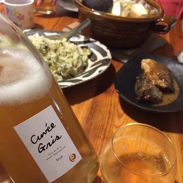 """Takuro Koga on Instagram: """"昨夜の晩御飯より。 高菜炒飯、味噌バター小鍋、 いただきものの北九州名物 鯖と鰯の糠味噌煮。 我が家はインスタ映えなんか気にしない茶色い料理。 合わせたのは広島の福山わいん工房さんから届いた、 山梨県産甲州種の泡、キュヴェ グリ2017。…"""" (9573)"""