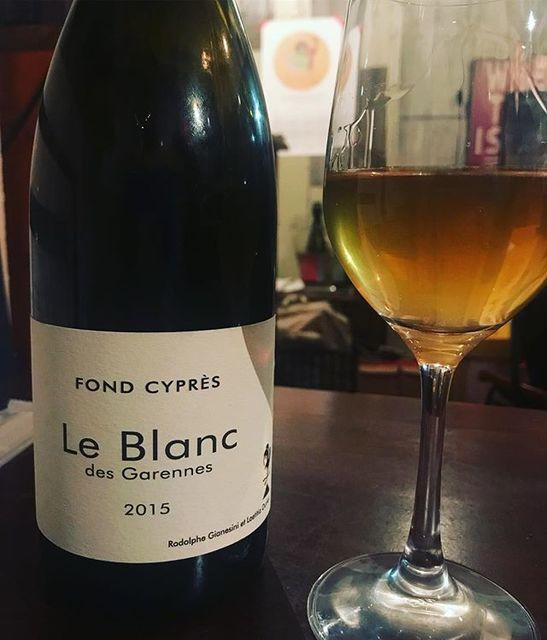 "winy on Instagram: ""Le Blanc des Garennes 2015 / Fond Cypres - Languedoc, France (Grenache Blanc 70%, Viognier 20%, Roussanne 10%) ル・ブラン・デ・ガレンヌ 2015 / フォン・シプレ…"" (9677)"