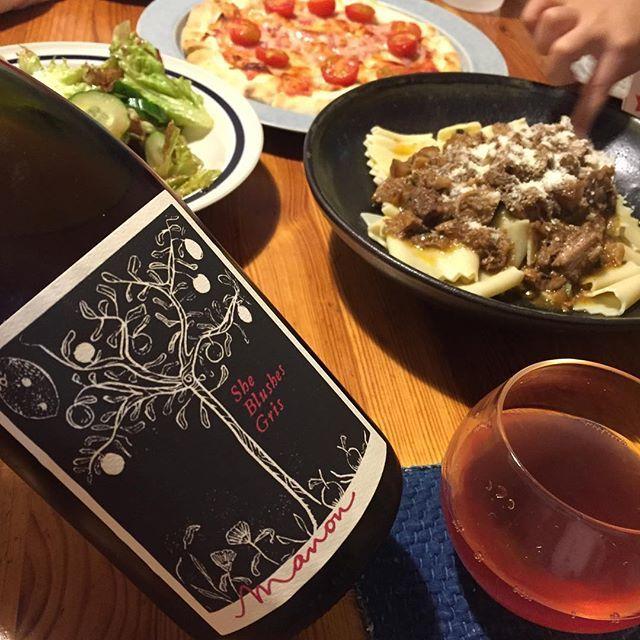"""Takuro Koga on Instagram: """"昨夜の晩御飯より。 コントルノ食堂さんにいただいた、 手打ちのパッパルデッレと猪のラグーソース! なんじゃこりゃあああ!うめぇ!!!!! 合わせたのはマノンのピノグリ醸し。 シーブラッシィズグリ2017。 こっちも旨味がほとばしるぅぅぅぅぅぅぅぅ!!…"""" (10375)"""