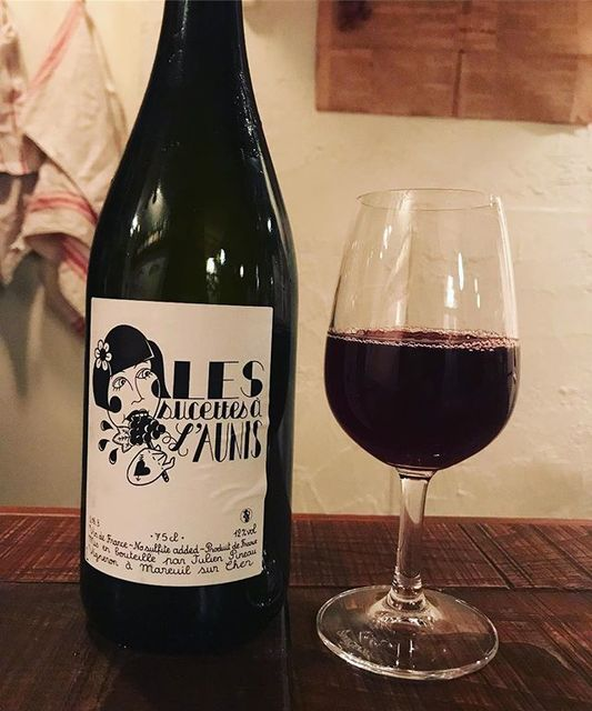 """winy on Instagram: """"Le Sucettes a l'Aunis 2016 / Julien Pineau - Loire, France (Pinot d'Aunis 85%, Gamay 15%) レ・シュセット・ア・ロニス 2016 / ジュリアン・ピノー - フランス、ロワール(ピノ・ドニス…"""" (10483)"""
