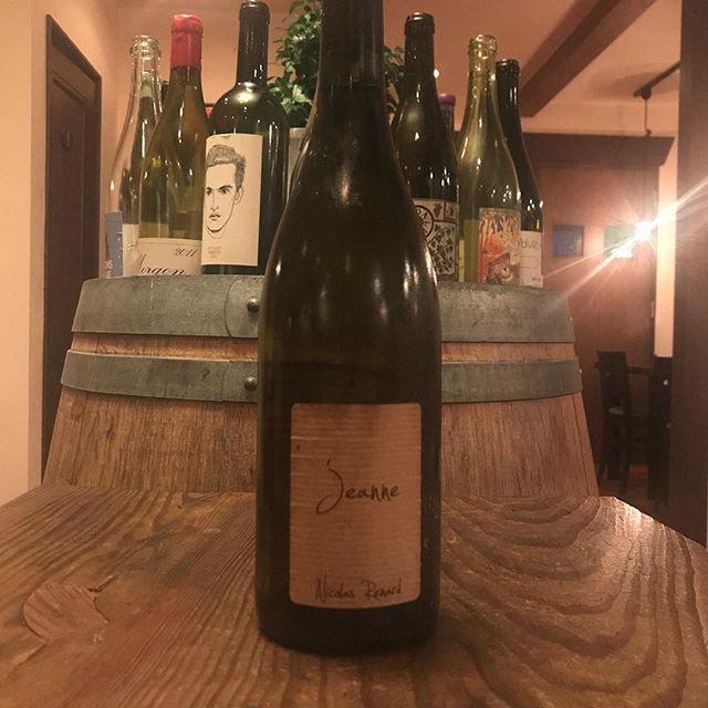 """Yasuyuki Miyagawa on Instagram: """"「奇人・変人、でも天才」はとりあえずそろそろやめにして。 とは言え愛が狂気の一部なら狂気もまた愛の一部な訳で。 イカれた造り手のワインをイカれた店主が注ぎます。  jeanne  2014 Nicolas Renard/Val de Loire Sauvignon Blanc…"""" (10549)"""