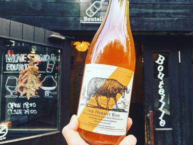 WINE STAND BouteilleさんはInstagramを利用しています:「7/12 木曜日Openです!  ハーミットラムさん、 来ましたー! わーい!🙌🙌 Muller Thurgau'17/The Hermit Ram NewZealand,Wairarapa  このキレイなオレンジ色をおりなすブドウはミュラートゥルガウ。…」 (10992)