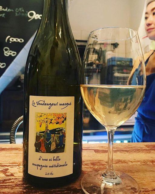 winyさんはInstagramを利用しています:「En si belle compagnie Méridionale 2016 / Le Vendangeur Masque (Alice et Olivier de Moor) - Bourgogne, France (Viognier 39%, Grenach Blanc…」 (11060)