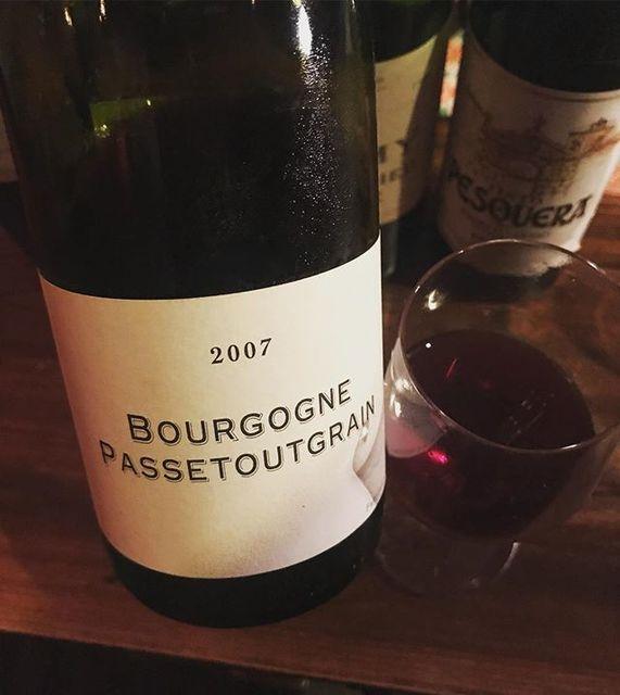 winyさんはInstagramを利用しています:「Bourgogne Passetoutgrain 2007 / Frederic Cossard - Bourgogne, France (Gamay, Pinot Noir) ブルゴーニュ・パストゥーグラン 2007 / フレデリック・コサール -…」 (11325)