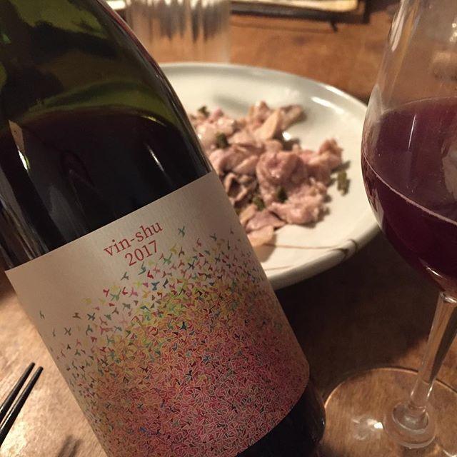 Takuro KogaさんはInstagramを利用しています:「昨夜の晩御飯より。 食堂トキワ202号室にお呼ばれしまして。 久しぶりにジュンペイさんのワイン飲みました。 ボタニカルライフのヴァンシュウ2017。 すっごい雰囲気あるマスカットベリーA! 美味しかったー!! こういうのが普通に酒屋で売れたら最高なんだけどね。…」 (11503)