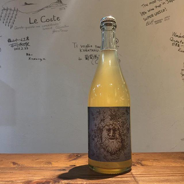 Takuro KogaさんはInstagramを利用しています:「【新入荷ワインのご紹介②】 暑くてスパークリングと白が爆売れして品薄中💦 そんなところに届いた嬉しいスパークリング! ドイツのツヴァイナトゥーキンダーが造る、 神様ペットナット2017! ぶどう品種はバッカスです。 どうですか、この色! うわー!もう飲む前から絶対うめぇぇ!…」 (11509)