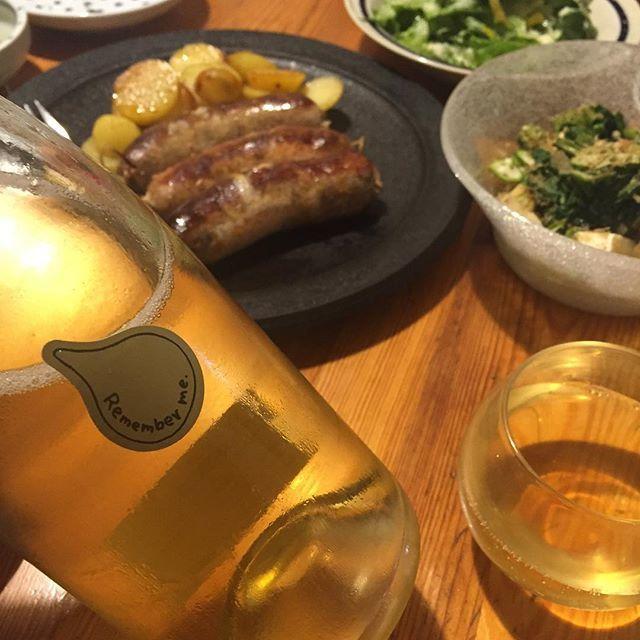 Takuro KogaさんはInstagramを利用しています:「いつかの晩御飯より。 新町のご近所ビストロ、 クラシクの左座シェフにお裾分けしていただいた、 激うまソーセージをジャガイモと一緒にガリッと焼いて。 合わせたのはリメンバーミー.2017。 山形産のナイアガラ100%の白ワイン。 アルコール度数は11.5%で、…」 (11887)