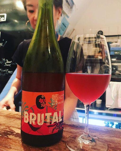 winyさんはInstagramを利用しています:「Brutal 2016 / Le Temps des Cerises (Axel Prufer) - Languedoc, France (#cinsault ) ブリュタル 2016 / ル・トン・デ・スリーズ(アクセル・プリュファー)- フランス、ラングドック(#サンソー…」 (12584)