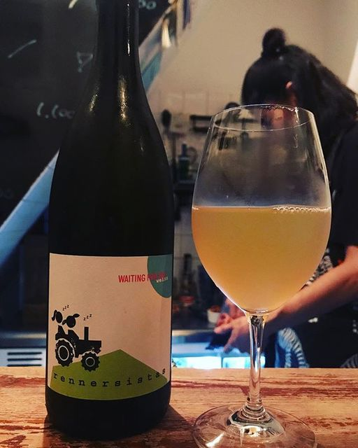 winyさんはInstagramを利用しています:「Waiting For Tom Weiss 2017 / Rennersistas (Susanne & Stefanie Renner) - #Burgenland, #Austria (#Chardonnay 30% , #pinotblanc 70%)…」 (12737)