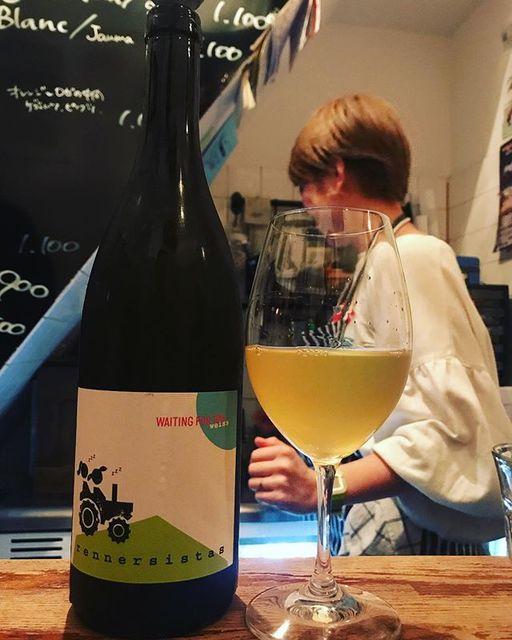 """winy.tokyo on Instagram: """"Waiting For Tom Weiss 2017 / Rennersistas (Susanne & Stefanie Renner) - #Burgenland, #Austria (#Chardonnay 30% , #PinotBlanc 70%)…"""" (13121)"""