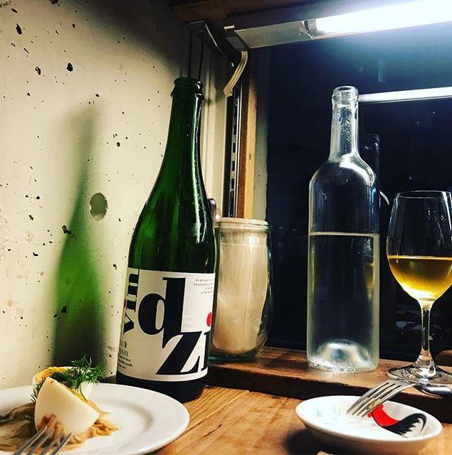 """winy.tokyo on Instagram: """"dzi 2015 / Sébastien Jacques - #Jura, #France (#Chardonnay) dzi 2015 / セバスチャン・ジャック - #フランス、#ジュラ(#シャルドネ) #winytokyo #vinnature #vinnaturel…"""" (13129)"""