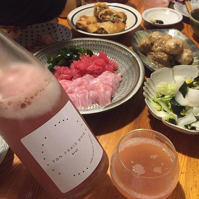 """Takuro Koga on Instagram: """"昨夜の晩御飯より。 キラキラと輝く金目鯛の刺身&マグロ中落ち! テンションめっちゃアガります!! 合わせたのは先日訪問させていただいたばかりの、 福山わいん工房さんから届いた新酒第2弾! ポンフレシック2018は、 福山産の樹齢約50年のベリーA100%のスパークリング!…"""" (13150)"""
