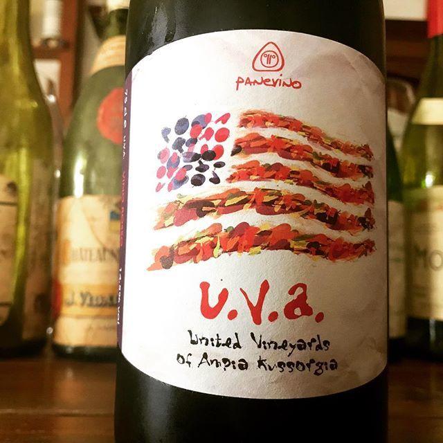 """nadja1963 on Instagram: """"パーネヴィーノ、u.v.a.'16 グラスで開けました♡ いつもながらジャンフランコ マンカのネーミング/ジャケットセンスには脱帽。合衆国USAとuva(ウヴァは伊語でブドウですね)。複数区画、葡萄も混醸だから。無施肥でボルドー液も使わないサルデーニャの至宝生産者だわ。…"""" (13457)"""