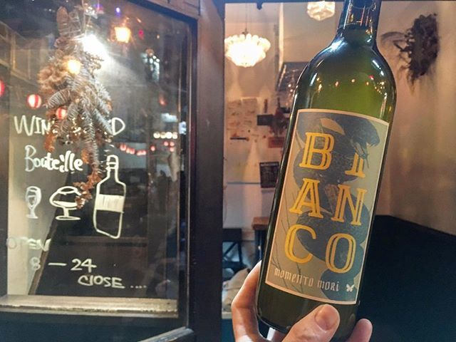 """WINE STAND Bouteille on Instagram: """"12/25 火曜日Openしておりました! メリークリスマス🎅🎄🎁 まだまだお待ちしております✨  Bianco'17/ Momento Mori wines Australia Fiano…"""" (13639)"""