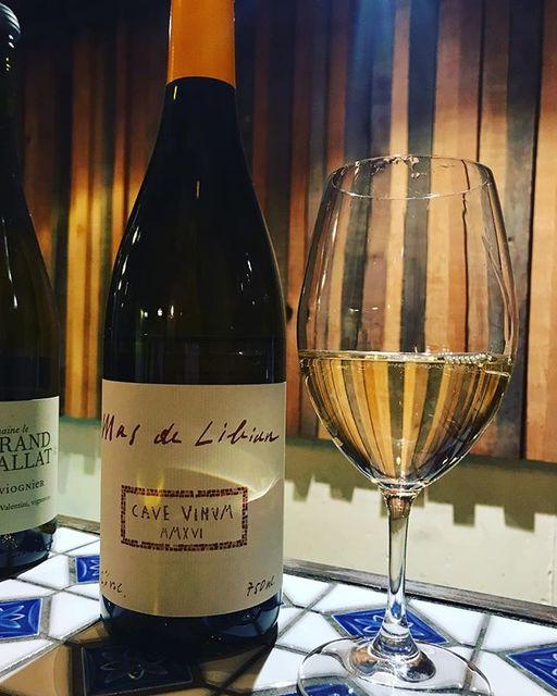"""winy.tokyo on Instagram: """"Cave Vinum 2017 / Mas de Libian - #Rhone, #France (#Viognier 40%, Roussanne 40%, Clairette 20%) カーヴ・ヴィノム 2017 / マス・デ・リビアン -…"""" (13875)"""