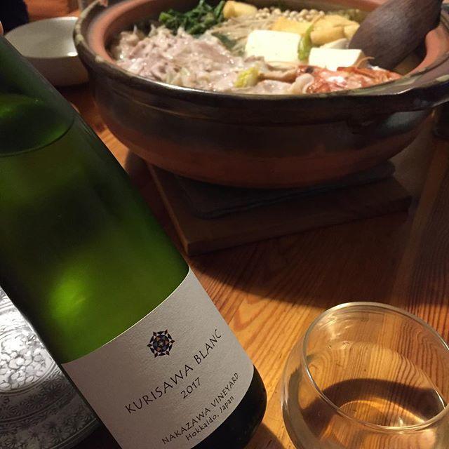 """Takuro Koga on Instagram: """"昨日の晩御飯より。 肉や車海老がたっぷり入った鍋を。 2019年のワイン初めは中澤さん御夫妻の、 ナカザワヴィンヤードのワインで。 久しぶりに飲みました、クリサワブラン。。 2017年は栗澤ワインズでの初の自醸。 やっぱりめちゃくちゃ美味しい。。。…"""" (13897)"""