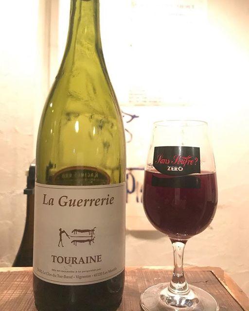 """winy.tokyo on Instagram: """"Touraine Rouge La Guerrerie 2014 / Le Clos du Tue-Boeuf (Jean-Marie & Thierry Puzelat) - #Loire, #France (#Cot 65%, #Gamay 35%)…"""" (14014)"""